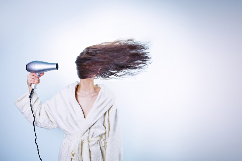 髪がまとまる乾かし方!ドライヤーとブラシがあればOK♡